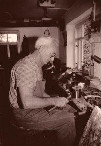 Rudolf Hofmann betrieb seine Werkstatt bis 1992 (Foto: privat).