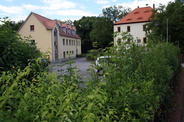 """Die Kita """"Nemzer Rasselbande"""" liegt direkt am Gemeindeamt (ehemaliges Rittergut Nöbdenitz)."""