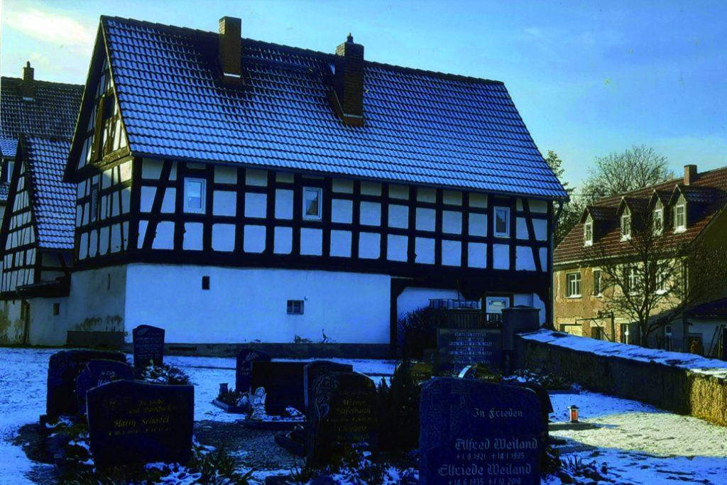"""Die """"Alte Schule"""" in Nöbdenitz, heute ein Wohnhaus. (Foto: Frank Wunderlich, Ortsverschönerungsverein Nöbdenitz)"""